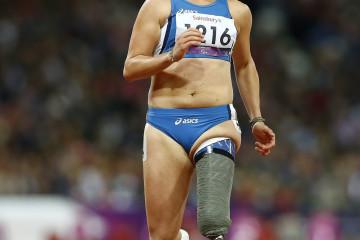 KRM38. LONDRES (REINO UNIDO), 05/09/2012.- La atleta italiana Martina Caironi reacciona después de ganar la medalla de oro en la final femenina de los 100m -T42 hoy, miércoles 5 de septiembre de 2012, en el Estadio Olímpico de Londres (Reino Unido). EFE/KERIM OKTEN